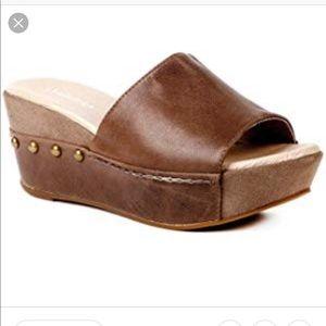 Sz 6 Antelope wedge sandal.  Super comfortable!